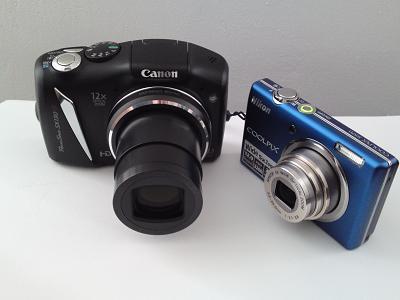 Die Canon PowerShot SX 130 IS (links) im Größenvergleich