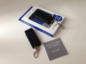 Der Juiceful Keyring Charger: Er besitzt einen USB-Anschluss und einen Lightning-Stecker sowie optional 16 GB Speicher.